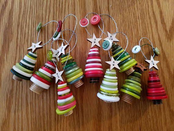 Satz von 3 Button Weihnachtsbäume