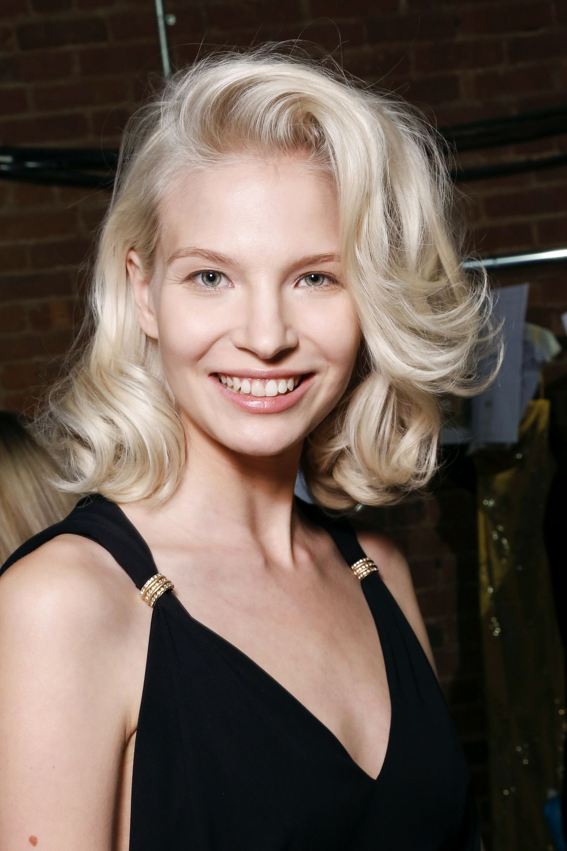 10 Ways to Wear Your Hair to Every Wedding This Season   Daily Makeover