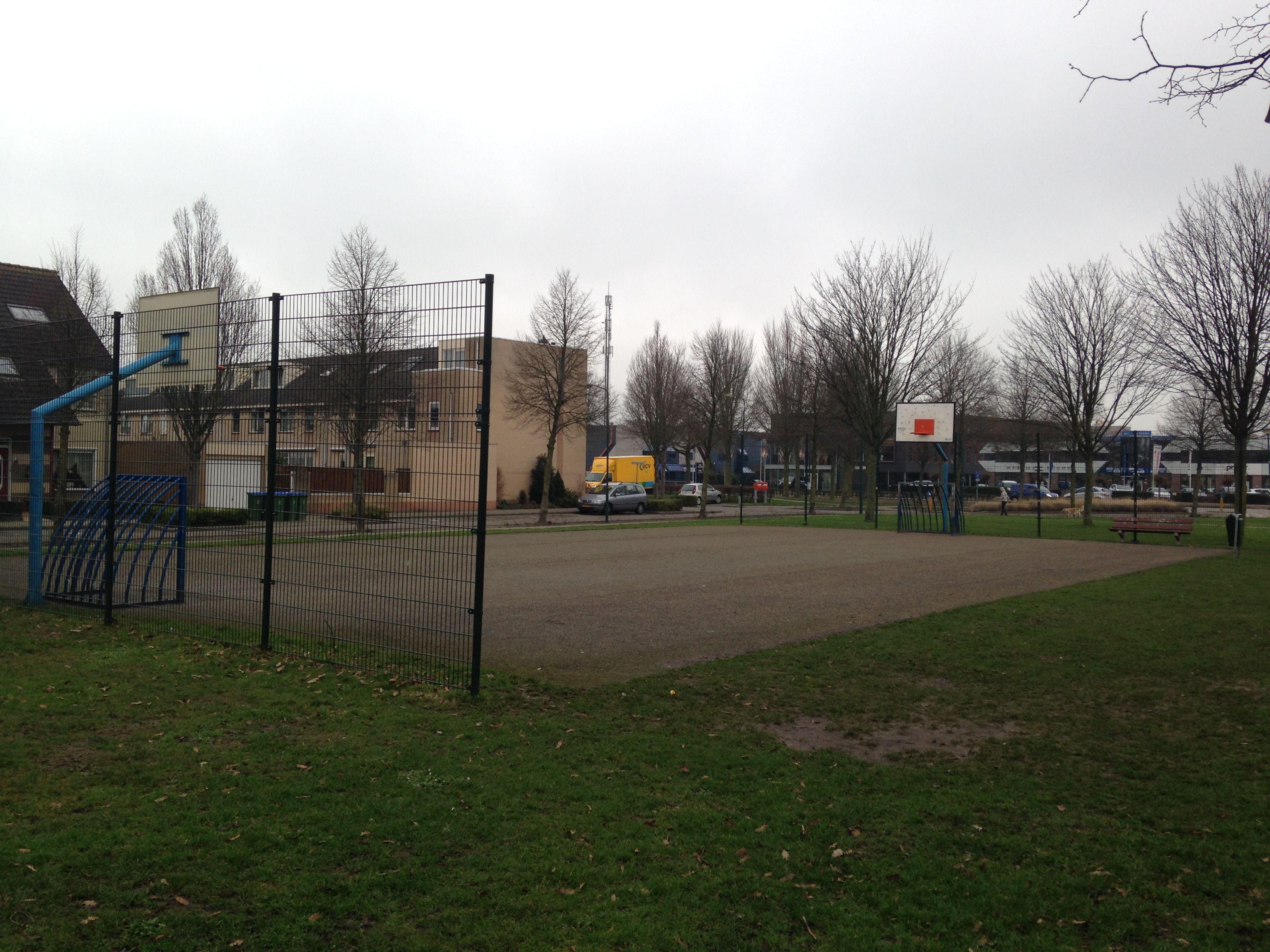 Het is belangrijk dat kinderen een speelveld hebben, waar ze kunnen voetballen, basketballen, skaten etc. (Jordi)