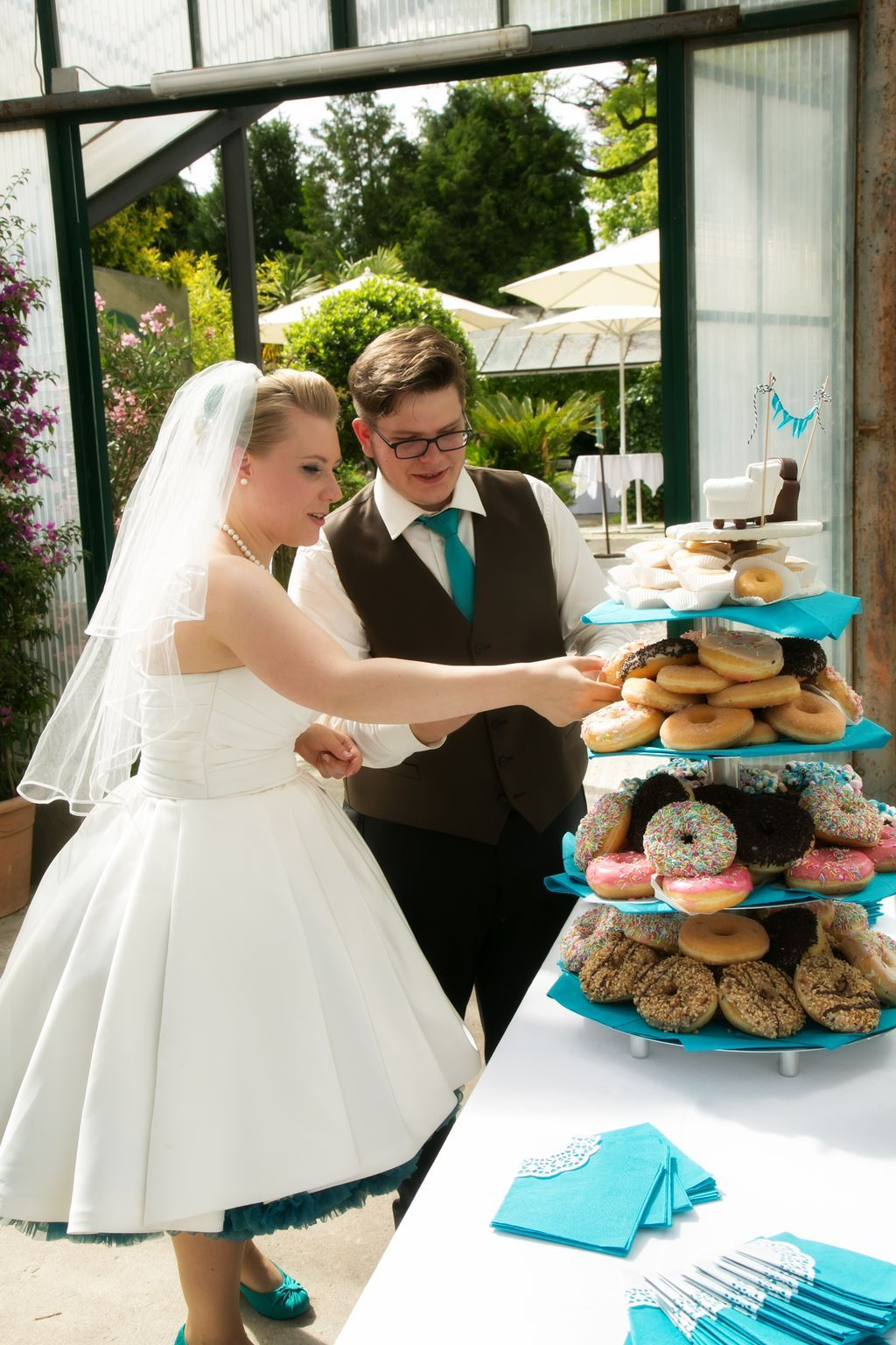 Creative wedding cake - DONUTS #vintage #wedding #hochzeit #braut ...