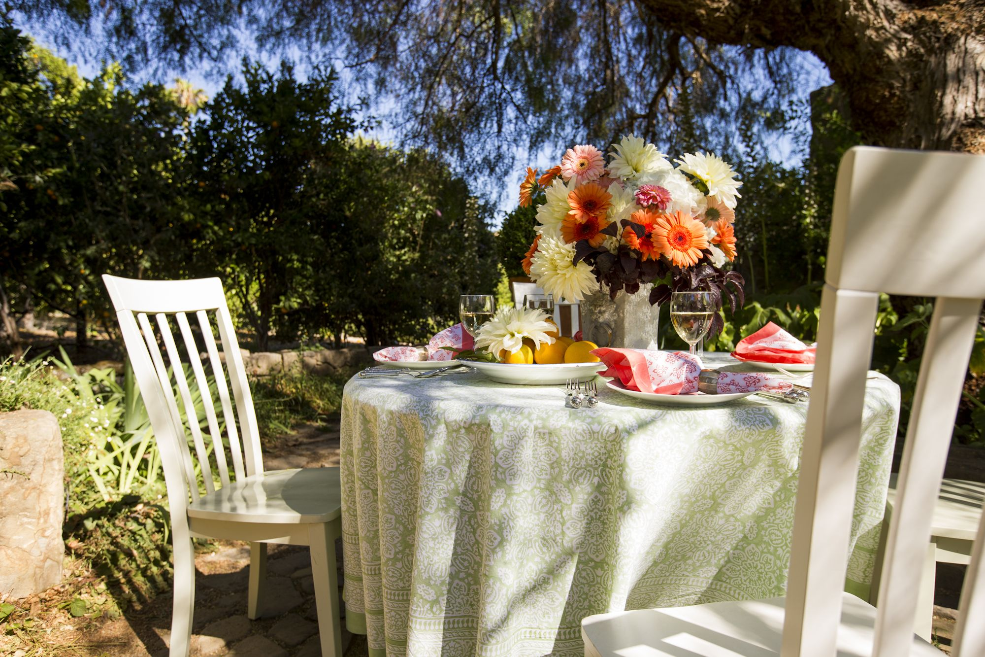 Clear Blue Skies And Pretty Green And Coral Table Linens. Pistachio Table  Tablecloth Pattern: