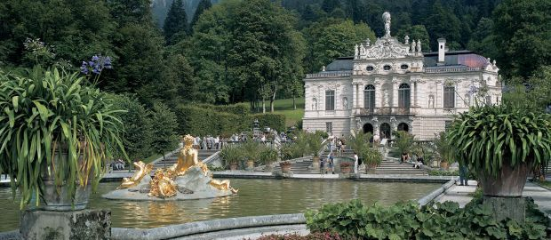 With Its Terraces And Cascades Linderhof Palace Near Oberammergau Was Originally Planned As A New Versailles Linderhof Palace Castle Pictures Palace