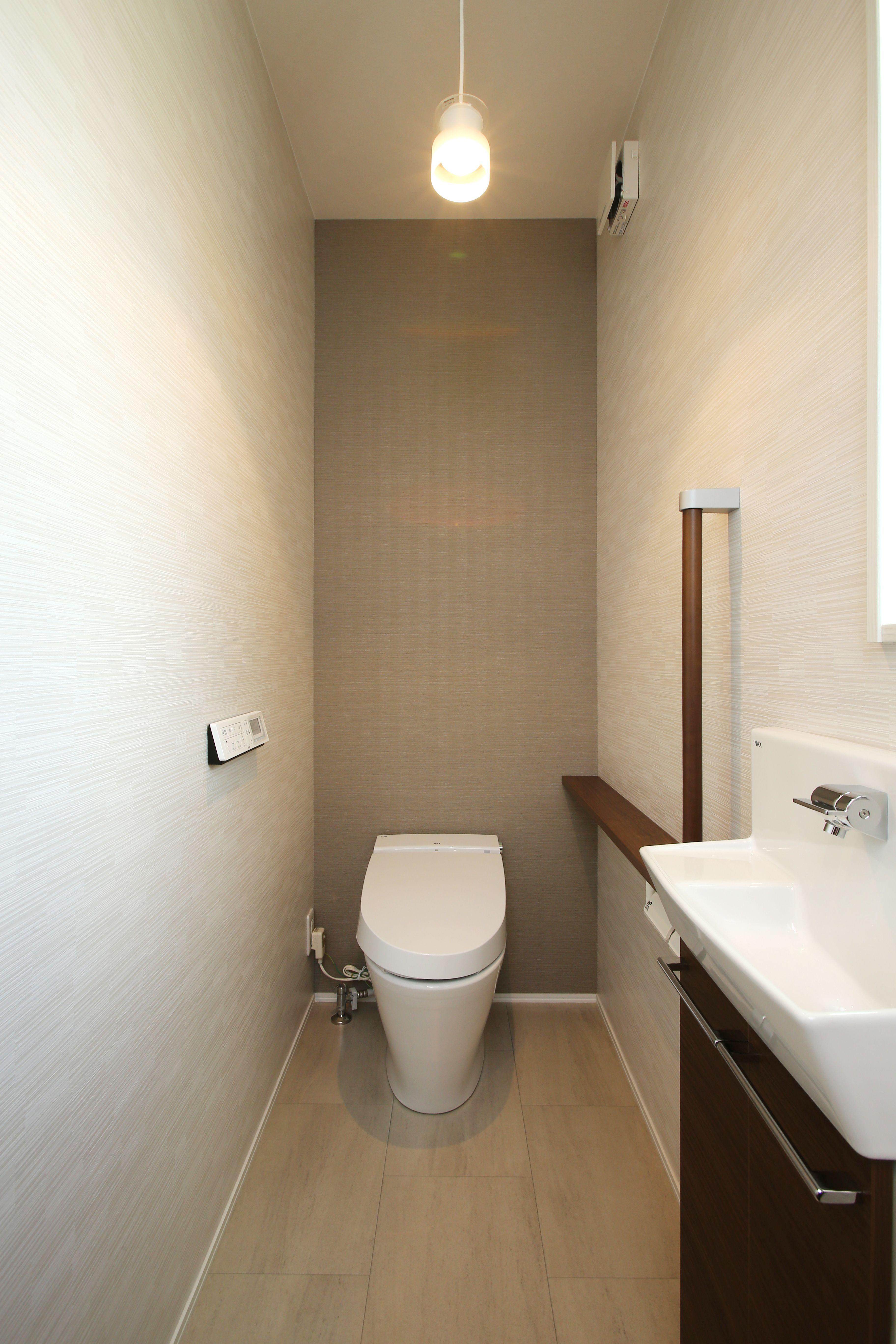 正面の壁に色を付けることで より広くゆったりとした空間を感じさせ