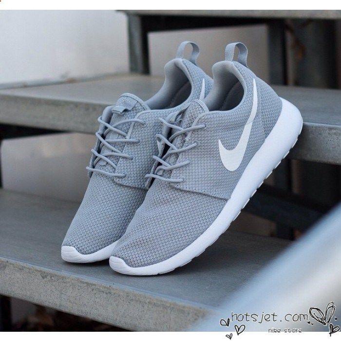 Nike Roshe Courir Femmes Gris Et Blanc Nike Chaussures De Course