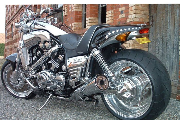 #Chrome total #covering on #Yamaha VMax, a #stunning look !