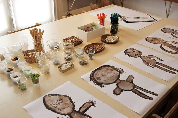 From Programa Transforma in Lima, Peru here is a beautiful presentation of tools and materials for what seems to be ongoing work on self-portraiture.