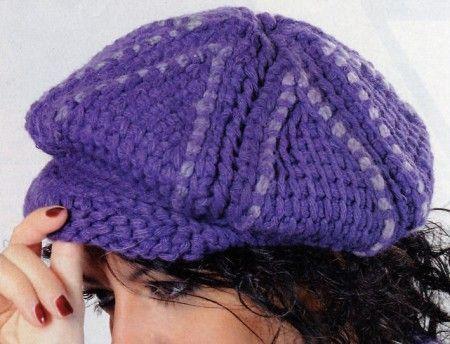 Un bellissimo cappellino con visiera realizzato ad uncinetto 95e54e237f12