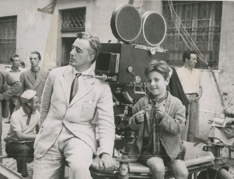 wandrlust:  Vittorio de Sica and Enzo Staiola filming Bicycle Thieves (1948)