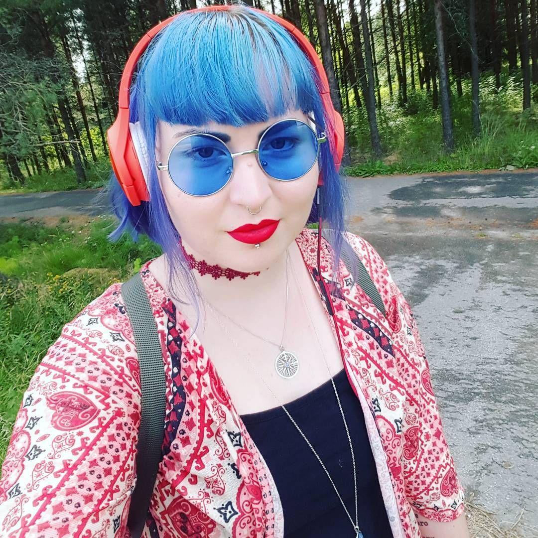 Life is too short for boring sunglasses. #bluehair #blueglasses #sävysävyyn #redlips @makeuprevolution