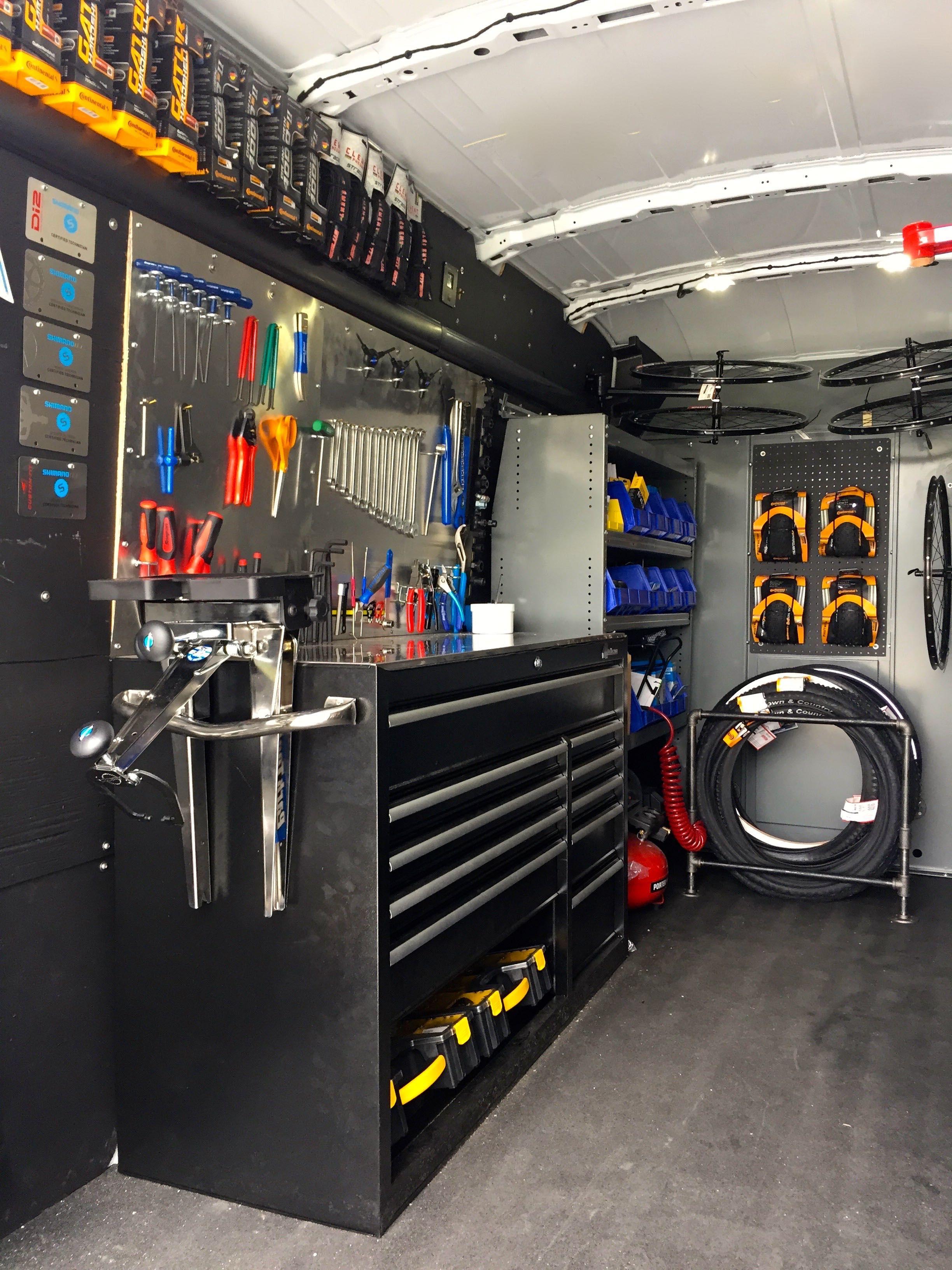 Work area bike coops buscar con google bikecoop for Automotive shop design