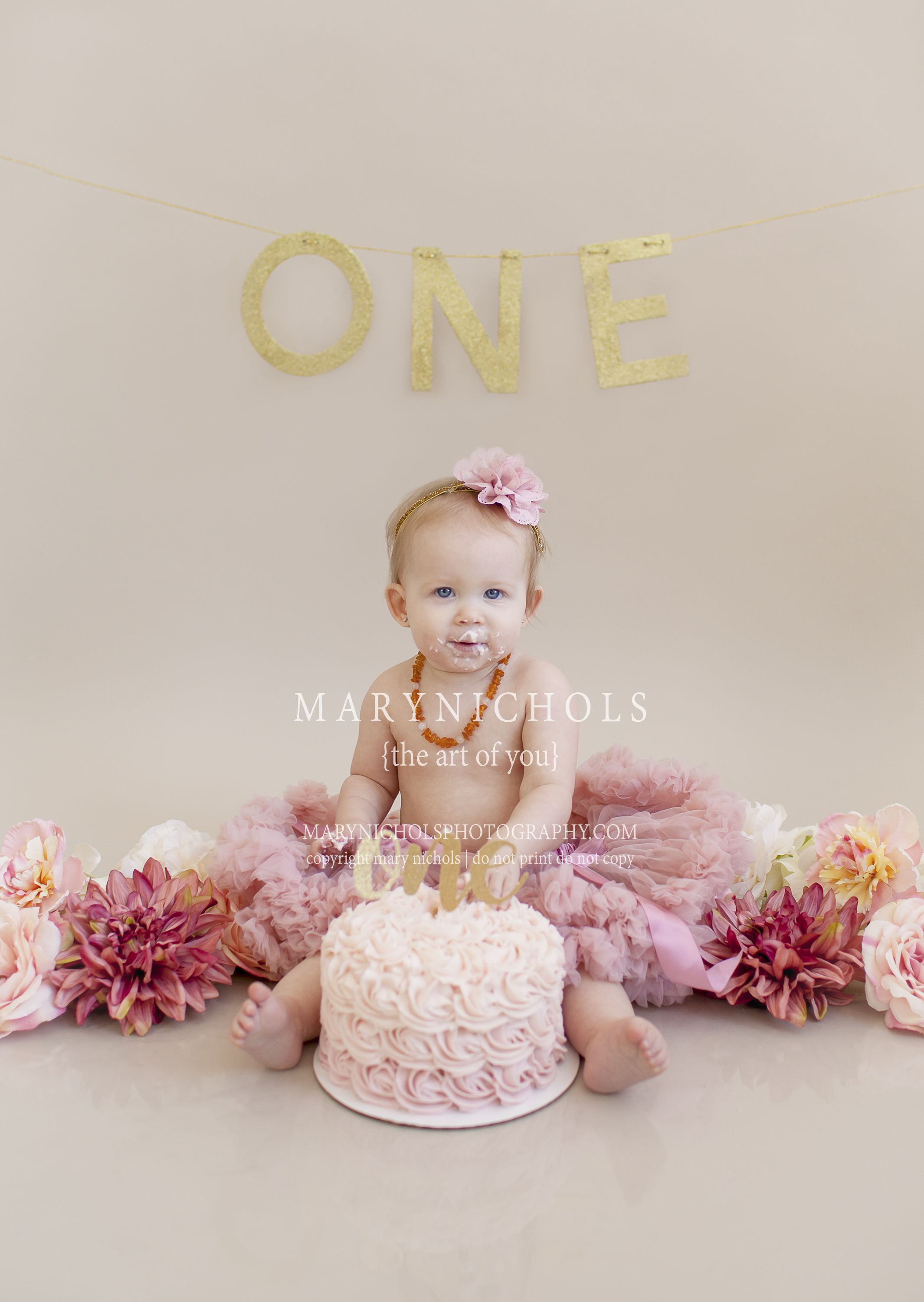 Click For More Tips Cake Smash Picture Ideas Outdoor Indoor Donut Winter Diy Outfit Fall Summer Cake Smash Backdrop Girl Birthday Birthday Cake With Flowers
