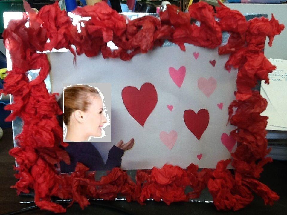 Cadre De St Valentin Photo De L Enfant Qui Souffle Des Cœurs
