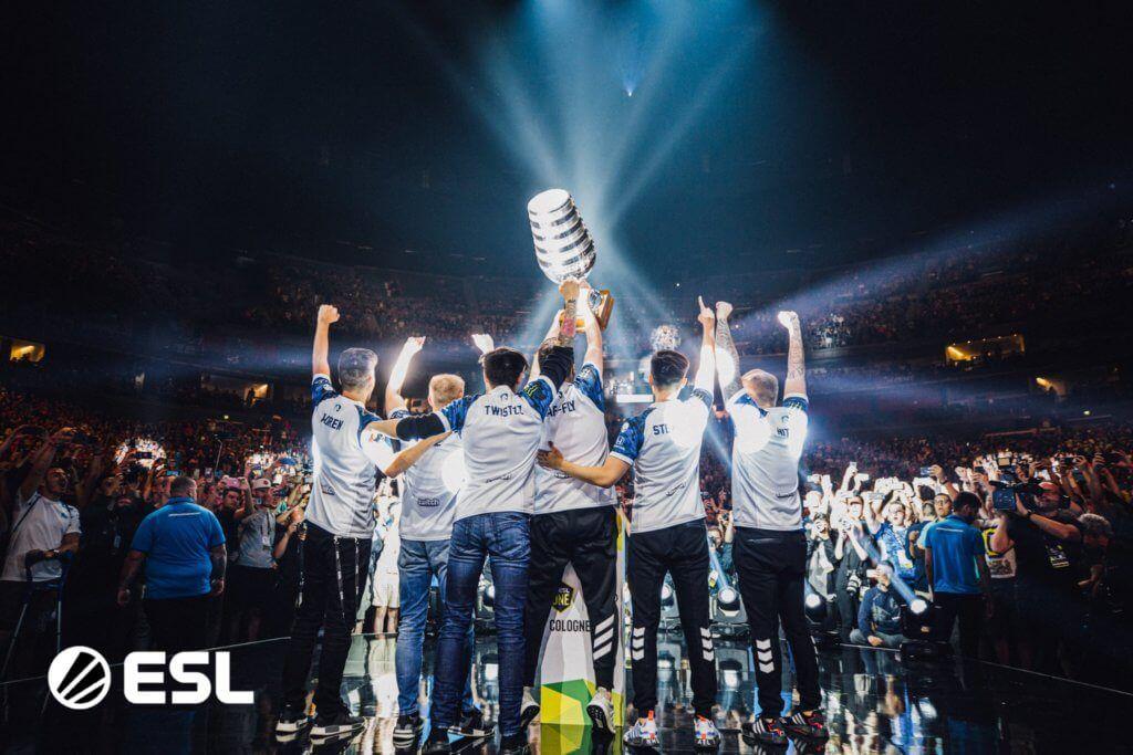 Esl One Cologne 2019 Team Liquid Lift The Trophy Team Liquid Cologne Trophy