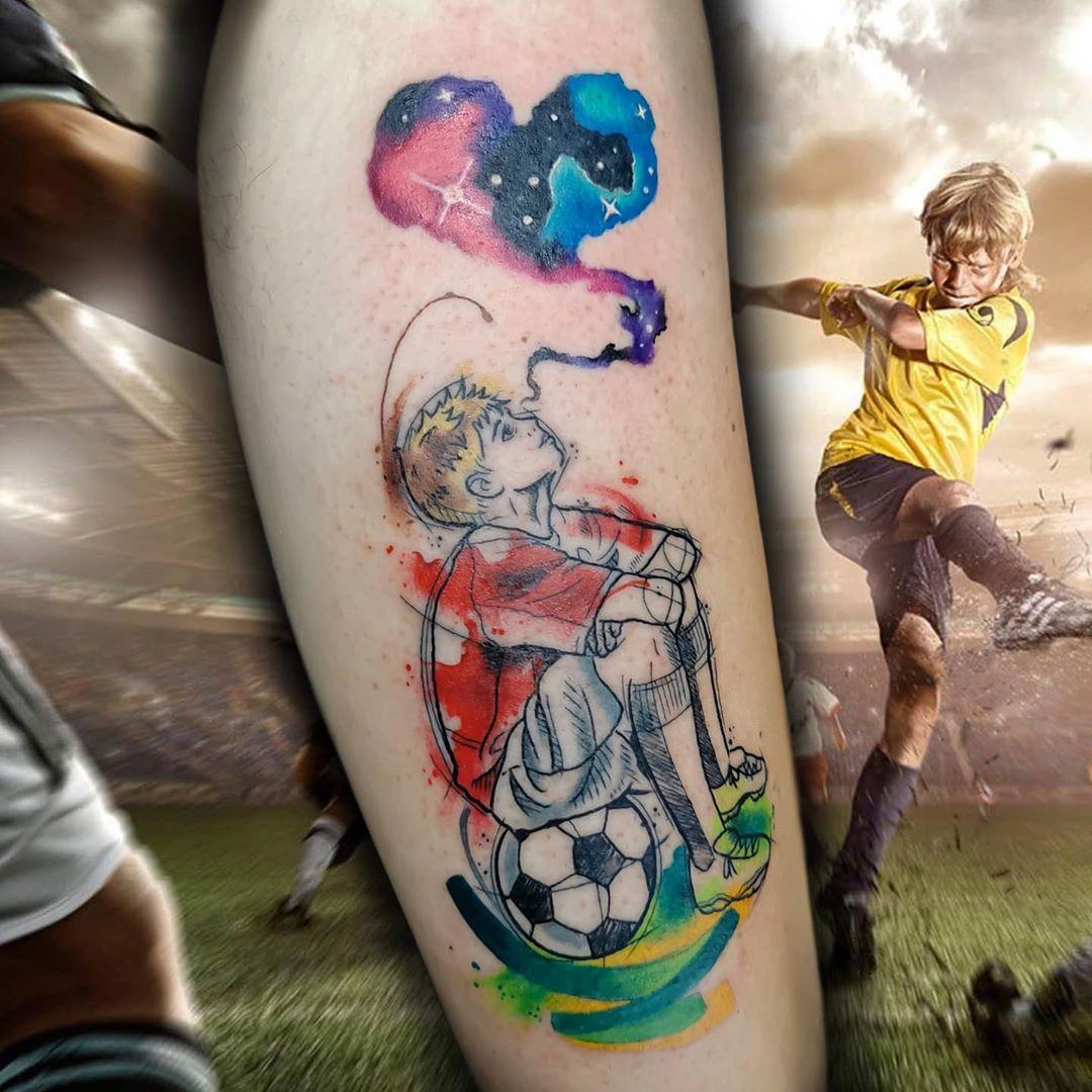 By @silvia_tattooartist  #tattoodefender #tattoodefenderteam #tattoodefenderaftercare #tatuati #tatuatori #loveyourskin #tattooartist #popart #ink #tattooworld #inkedup #bestink #tattooworkers #tattoos #cartoon #cartoontattoo #colors #happylife #skin #besttattoos