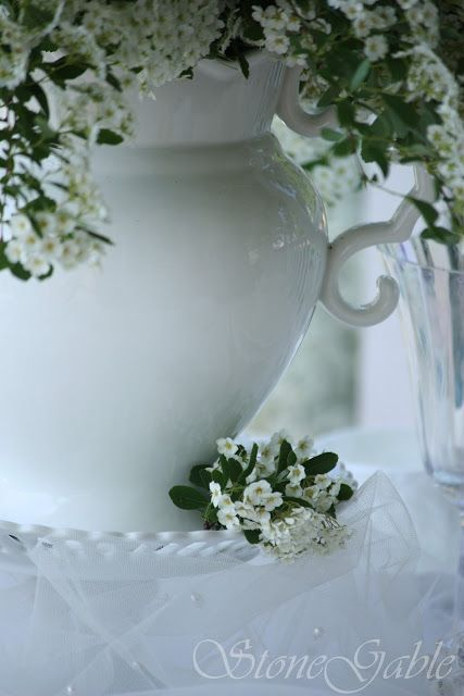 StoneGable: Bridal Veil Tablescape