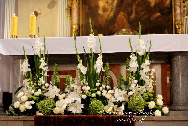 Kompozycja Przed Oltarz Glowny Church Flower Arrangements Flower Arrangements Simple Altar Arrangement