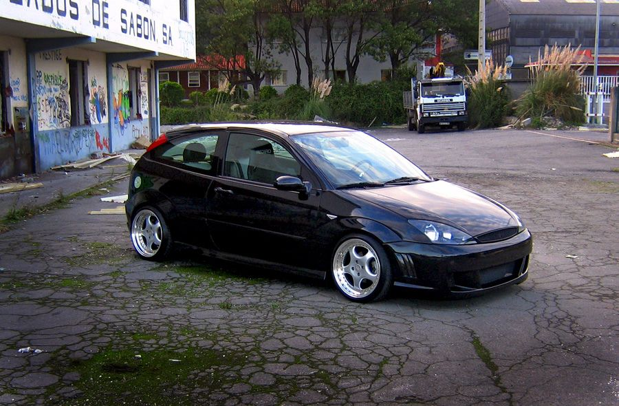 Black Low Ford Focus Mk1 Big Rims Double Exhaust Led Lights