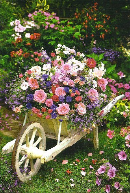 Using Old Wheelbarrows And Other Items That Are Not Being Used For Their Purpose Make Won Flower Garden Design Wheelbarrow Planter Beautiful Bouquet Of Flowers