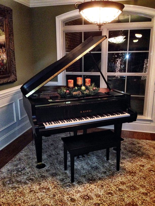 Baby grand piano decorating ideas holiday home tour for How to place a piano in a room