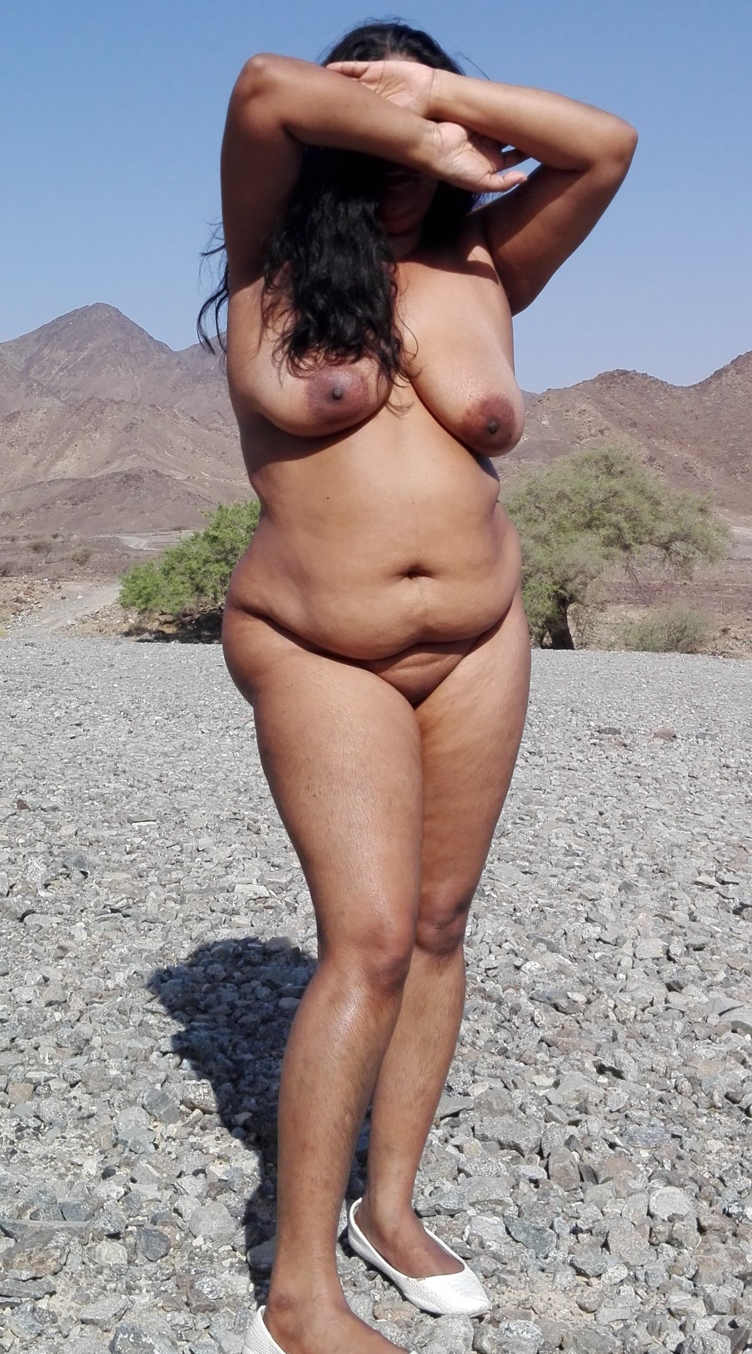 ALINE: Indian milf nude