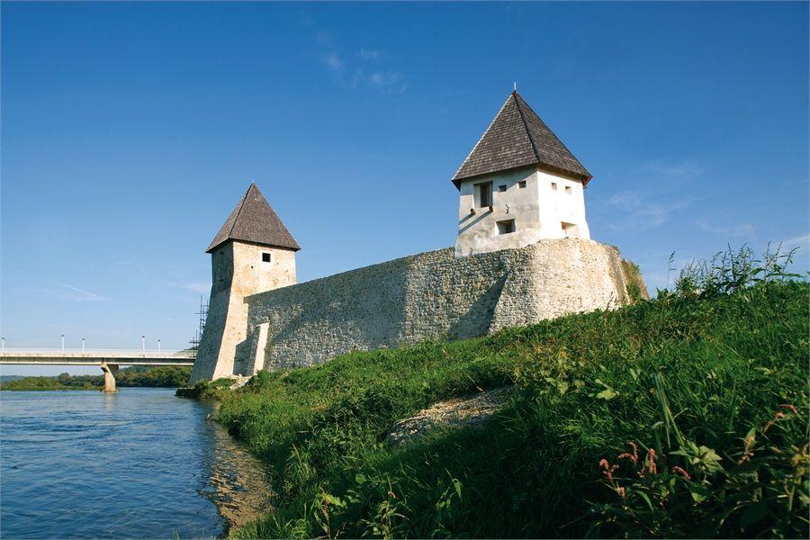 Hrvatska Kostajnica Croatia Sights Travel Destination Niciasonoki Great Vacations Travel Spot Places To Go