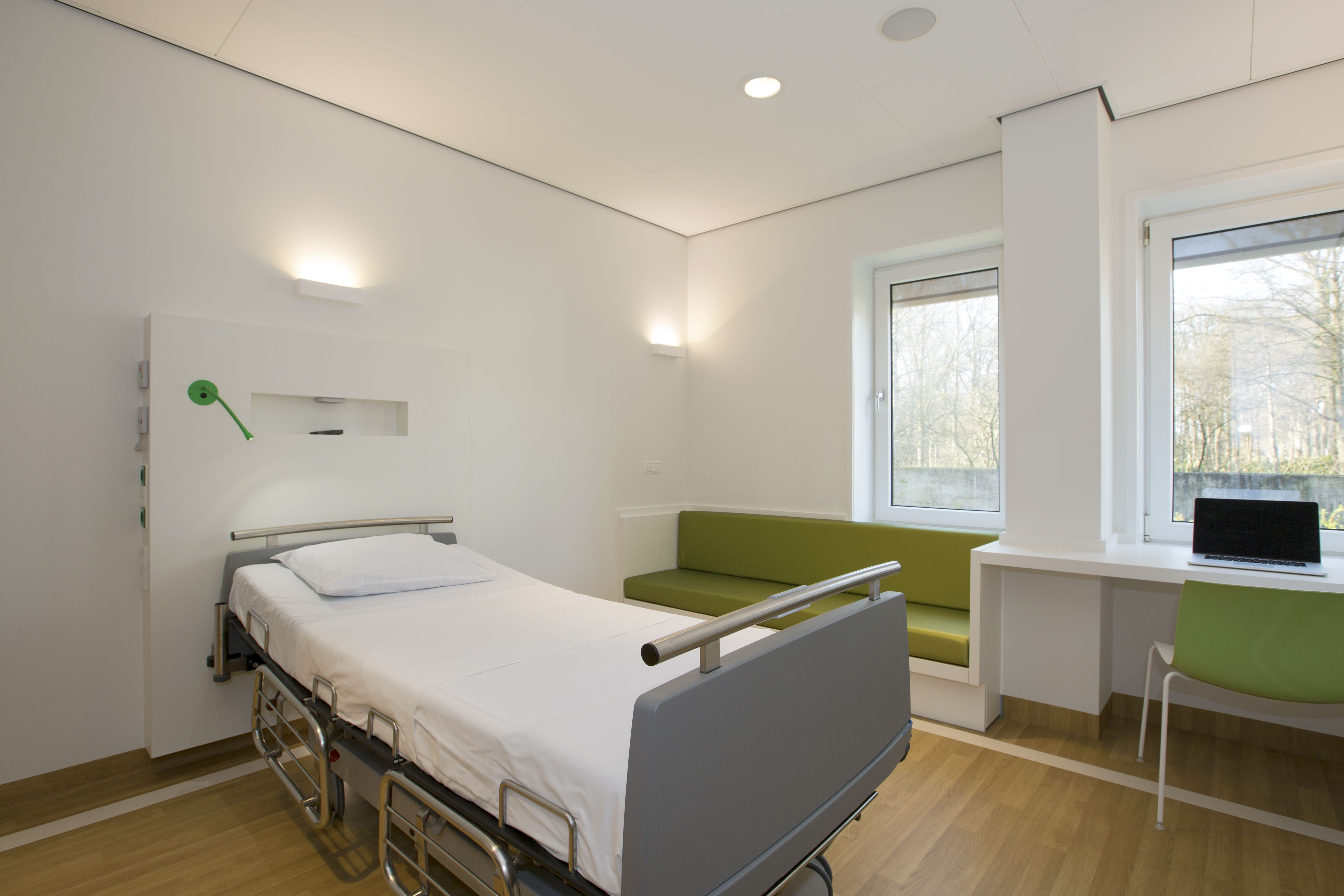 Hospital interior design patient room with rooming in for Clinic interior design