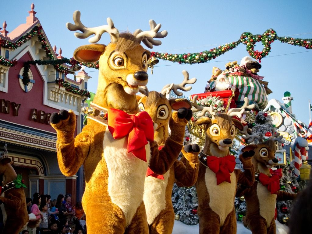 disneyland christmas parade disneylands christmas fantasy parade jigsaw puzzle in puzzle of the day puzzles