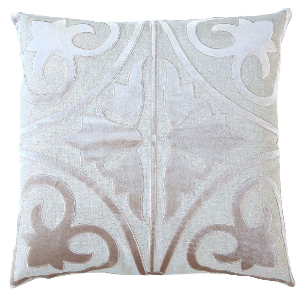 Almofada Ataro: algodão Bordado em Veludo na cor Nude