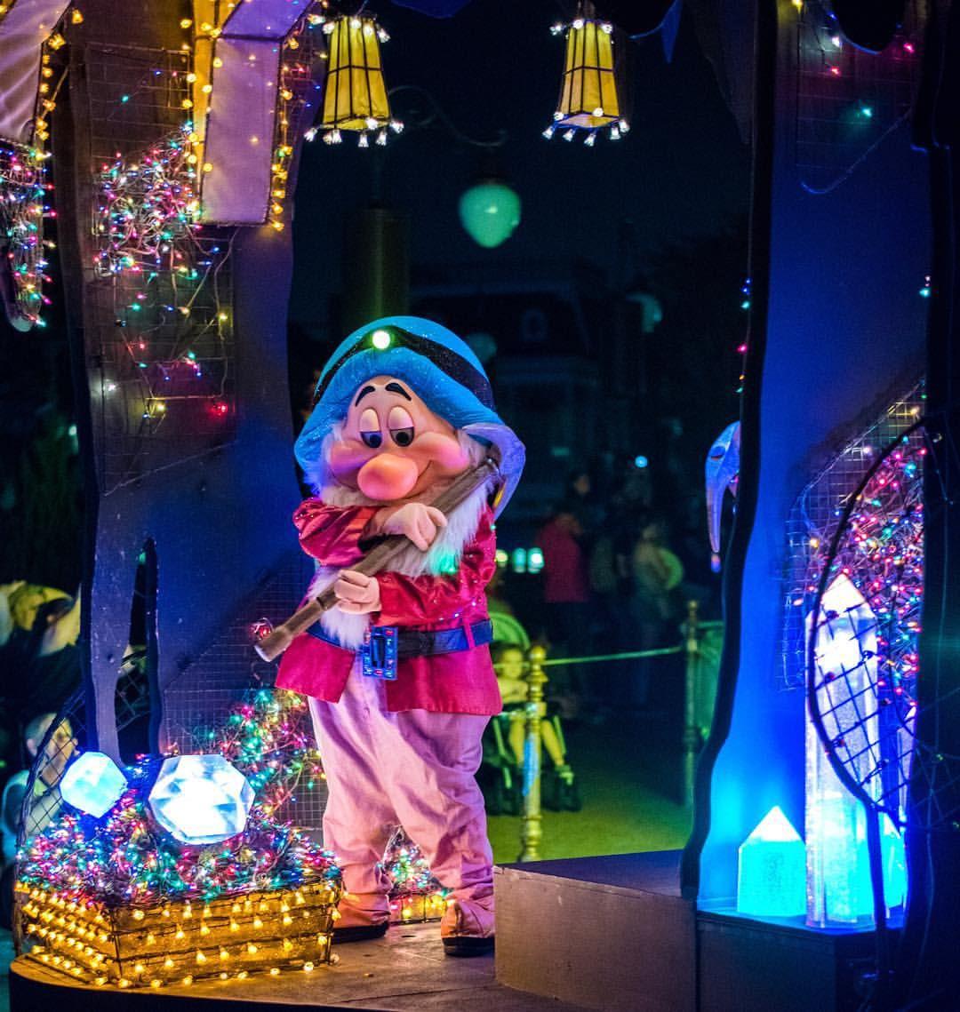 Heigh ho! #Disney #wdw #disneyworld #waltdisneyworld #disneyparks #disneygram #disneyside #magickingdom #mainstreetelectricalparade