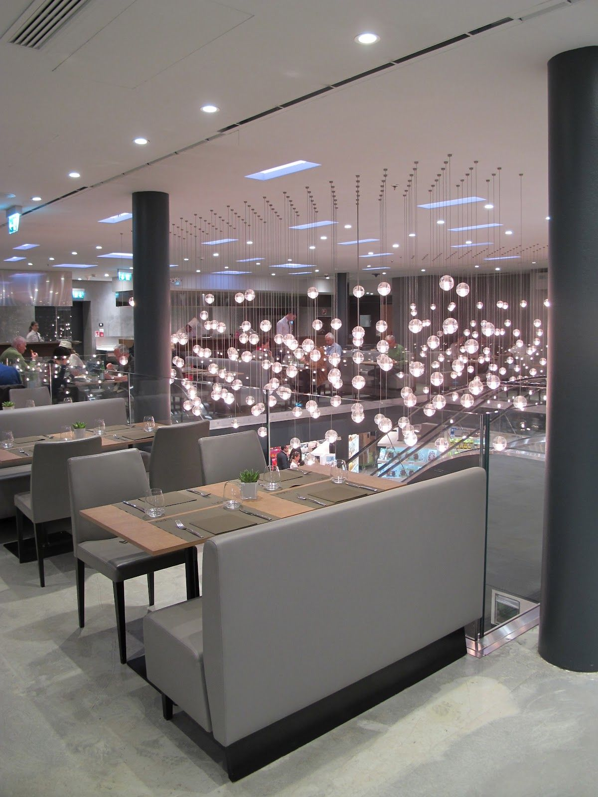 Eat 39 s bistro and food market at excelsior milan italy for Unique design milano