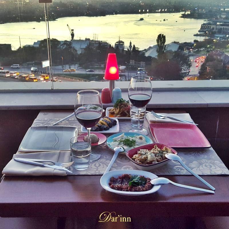 Yorucu geçen haftanın yorgunluğunu üzerinizden atmak için bu cumartesi akşamı için size bir önerimiz var; Dar'inn Restaurant Keyif dolu bir akşamda Darinn Restaurant'ta sevdiklerinize zaman ayırın. Rezervasyon için: (0212) 252 3232