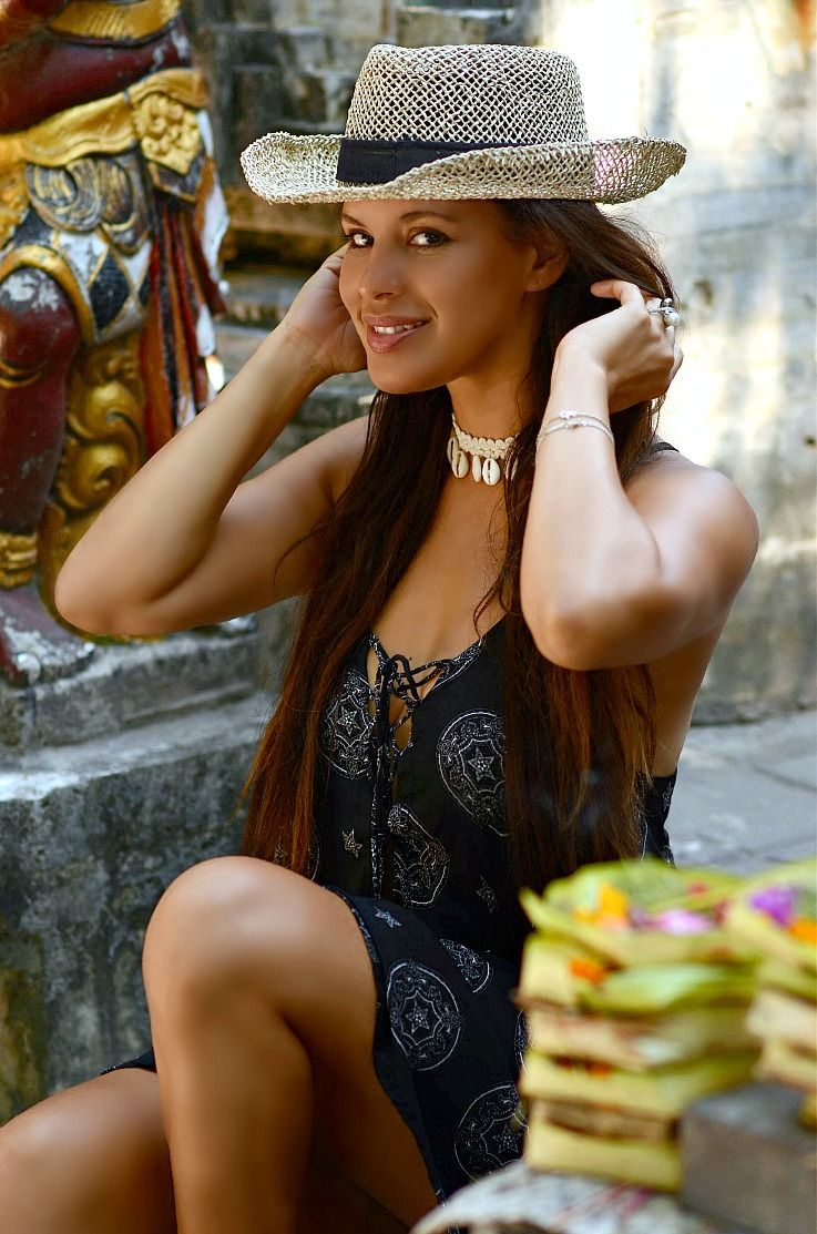 Tamara Chloé, Bali, Indonesia, Sea shell choker, Lost in paradise dress, straw hat