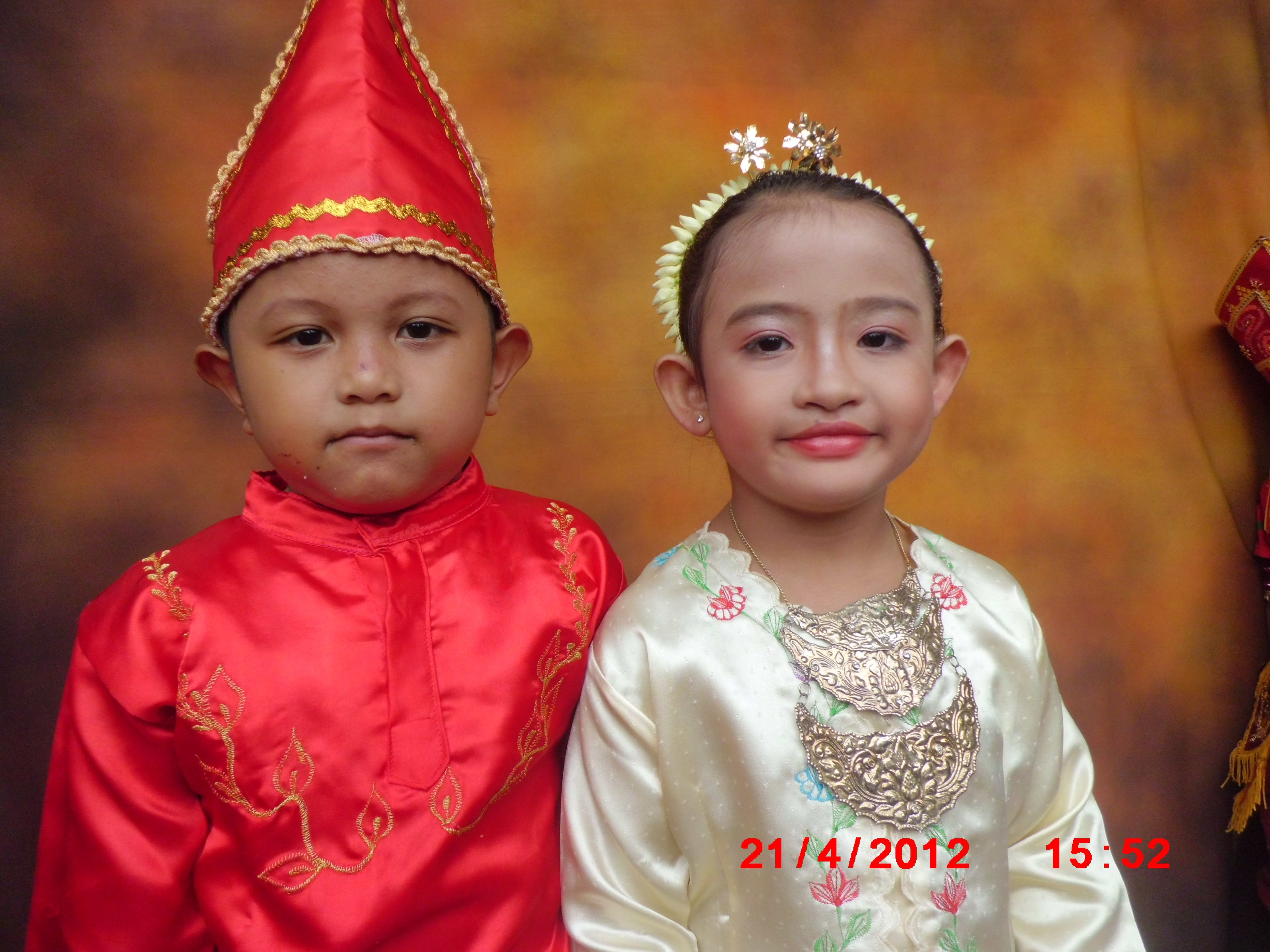 Using Indonesian traditional clothes at Kartini's day