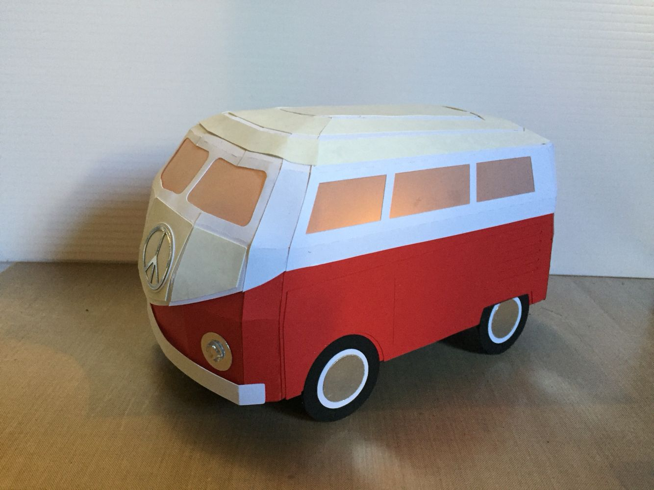 German Bus From Svgcuts Done As 1967 Vw Bus Juguetes De Madera Juguetes Tarjetas