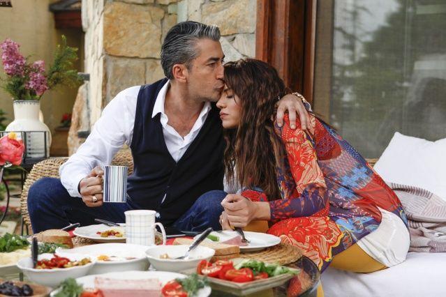 Paramparca 65 Bolum Fotograflari Tv Drama Couple Photos Scenes