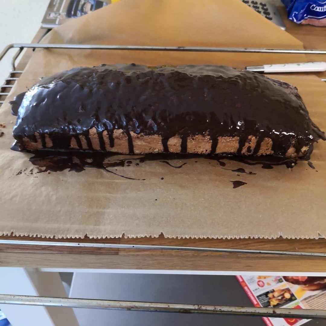 Schokino Kuchen gebacken für meine Arbeitskolleginnen/en für die Arbeit, für den morgigen Geburtstag von mir, ob der perfekt geworden ist und schmeckt, sehen wir erst morgen.#Kuchen#gebacken#zum#ersten#mal#op#de#perfekt#jeworde#is##sehen#wir#morjen#jebohrsdach#kuchen#jemacht#foer#de#arbeitskolleginnen#kollegen#