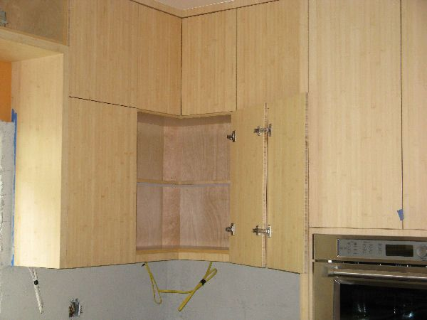Blind corner in upper cabinet. Good solution. | For the home ... on blind corner installation, blind corner construction, blind corner cabinet ideas, blind corner upper cabinet,
