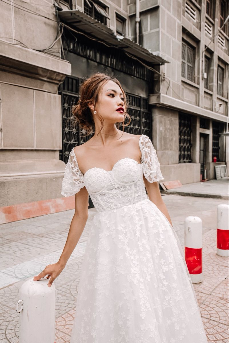 Summer Wedding Dress Aline With Lace And Detachable Sleeves Wedding Dresses Summer Wedding Dress A Line Wedding Dress [ 1200 x 801 Pixel ]