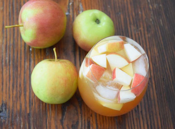 Sparkling Apple Cider Sangria #applecidersangriarecipe