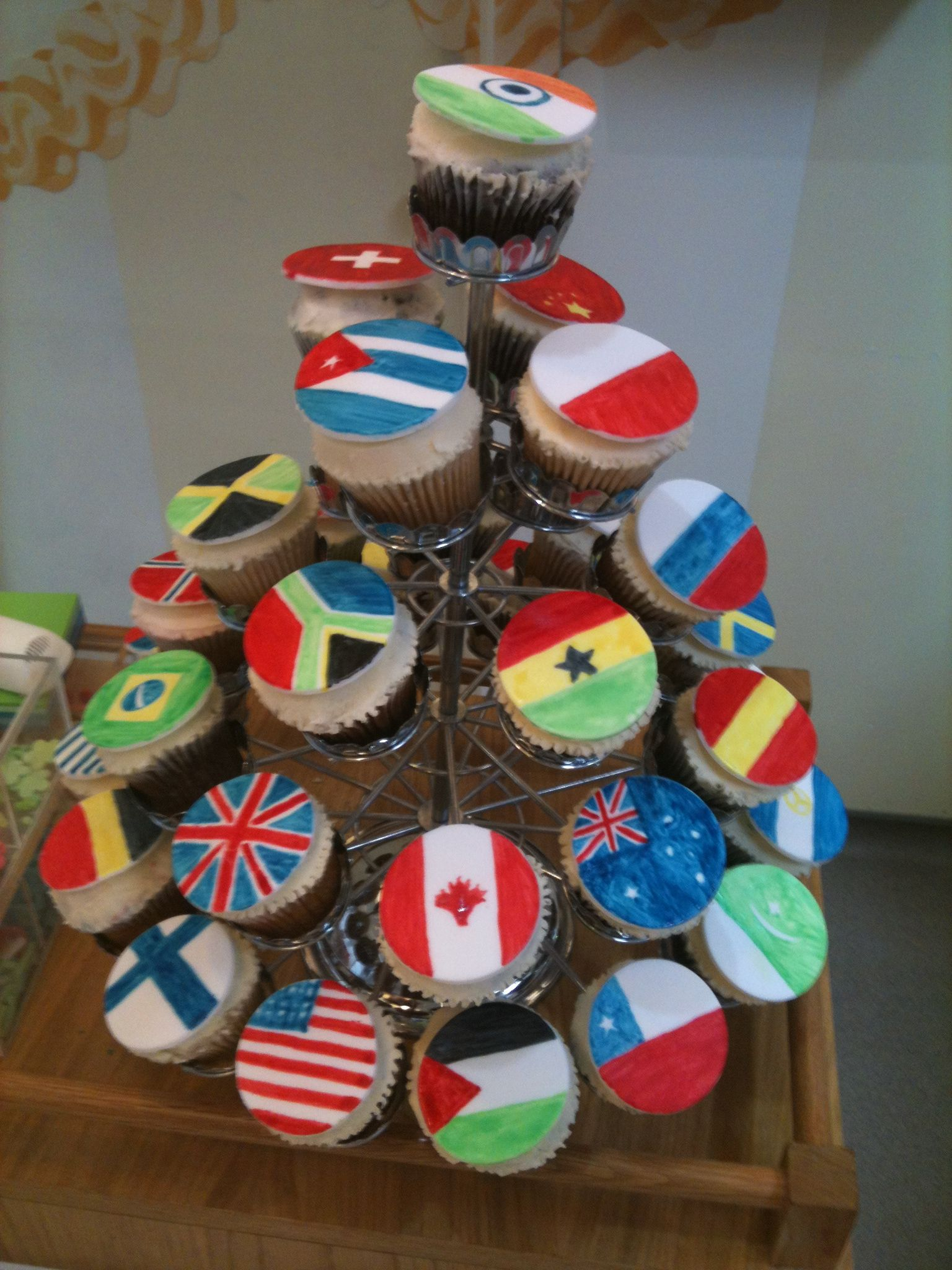 Cupcakes decorated with flags from around the world for Decor international wholesale