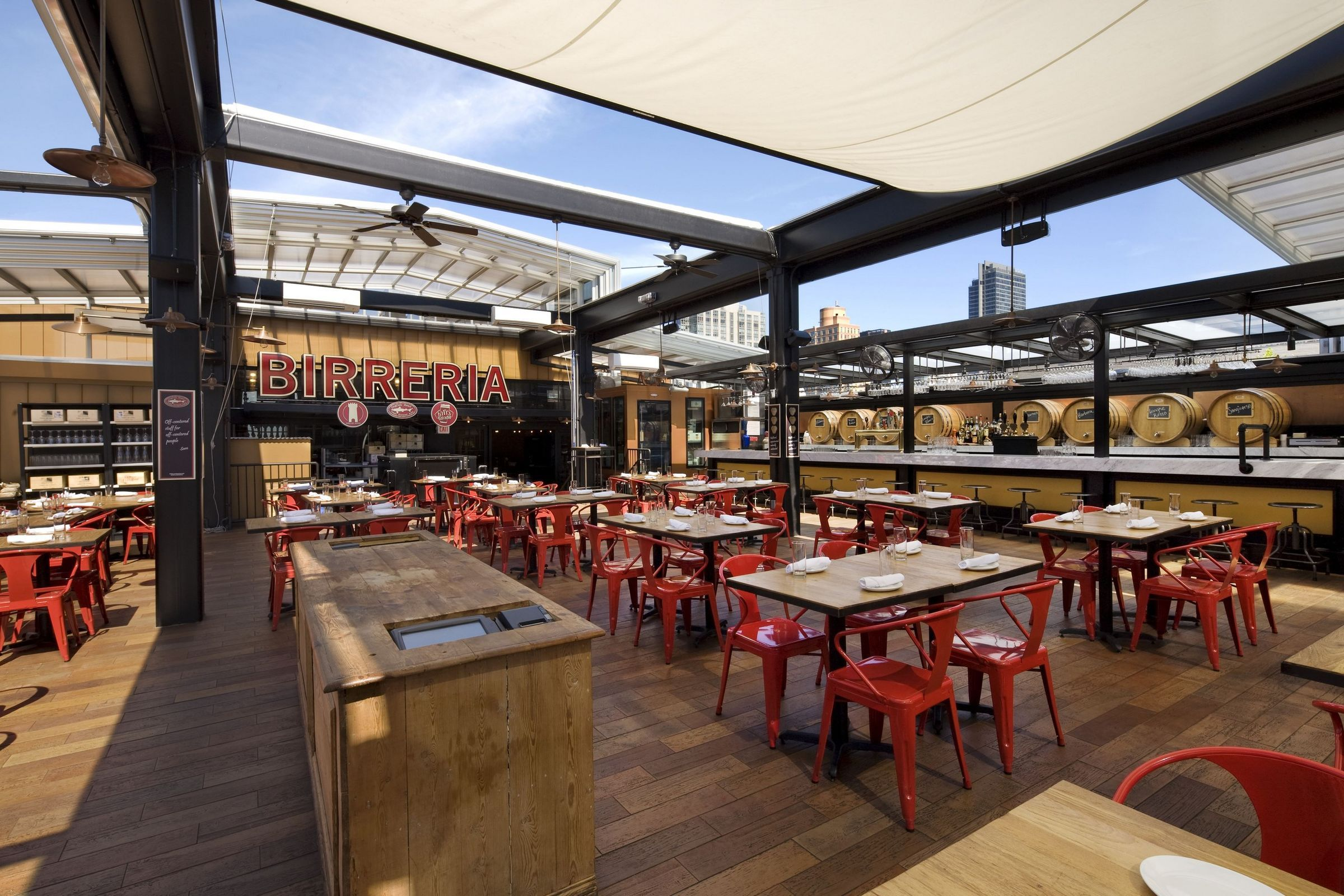 Eataly Birreria Retractable Roof New York City America S Leading Custom Manufacturer Of Retractable Enclosure And Roof Systems In 2020 Rooftop Bars Nyc Luxury Rentals Rooftop Bar
