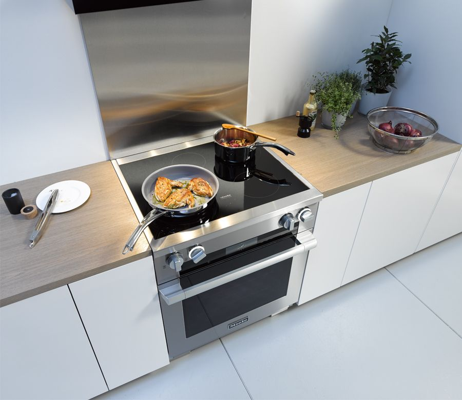 Miele S Induction Range Combines Gas Oven And An Electric Cooktop