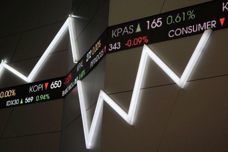 Us stocks rise to record highs treasuries rally
