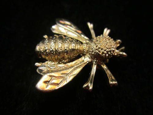 "Pretty Vintage 1"" Signed Sarah Cov Gold Tone Bee Bug Brooch - A68"