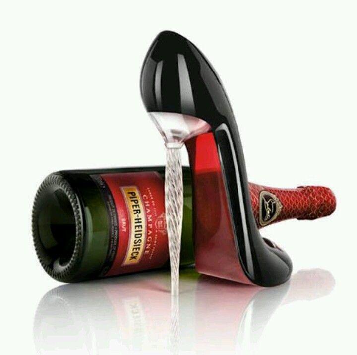Edicion limitada del zapato copa de Christian Louboutin para una marca de champagne