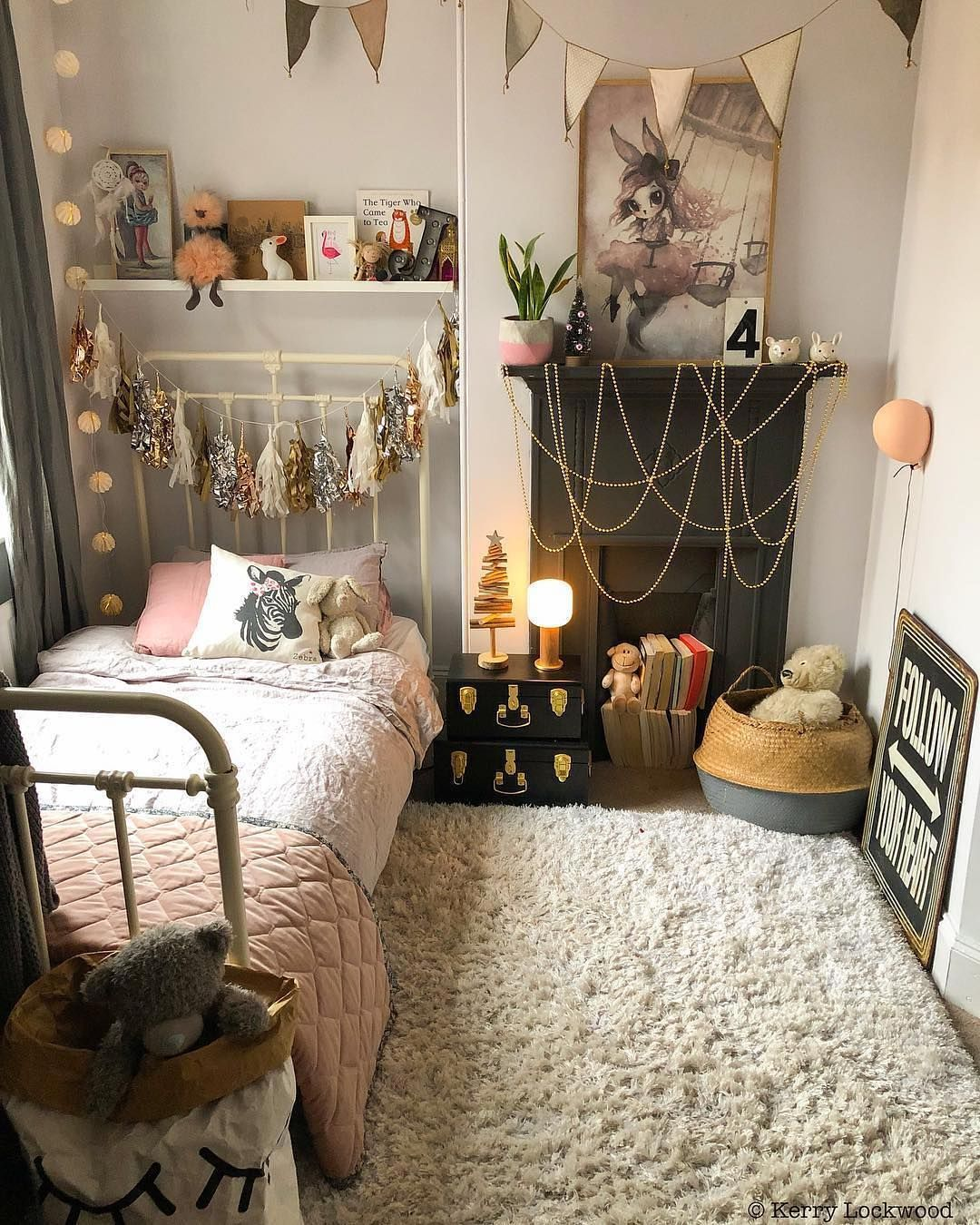 21+ Cute Bedroom Ideas Girls That Will Make a Beautiful ... on Small Bedroom Ideas For Women  id=88284