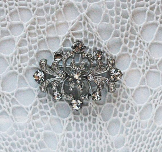 Vintage rhinestone brooch , clear rhinestones and silver tone metal , crystal rhinestone pin , 70's crystal brooch , retro pin