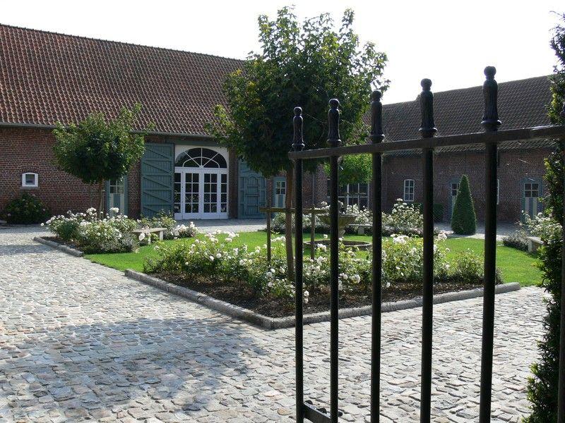 La Ferme Dewulf A Dottignies Belgique Cour Interieure Jardins Ferme Renovee