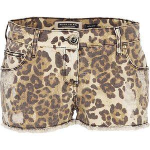 1a7cb04f2acf cheeta print, denim shorts :) | clothes please. | Printed denim ...