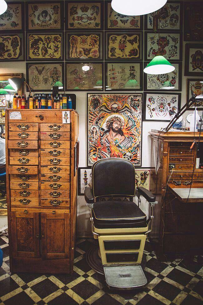 Pin By Gabriel S On Tattoo Tattoo Shop Decor Tattoo Parlors Tattoo Shop Interior